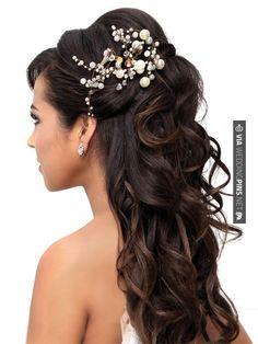 En Riomar fotógrafos nos gusta este peinado para novia. http://riomarfotografosdeboda.com