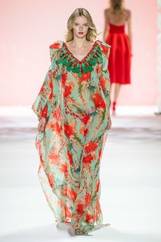 Badgley Mischka Spring 2020 Ready-to-Wear Fashion Show - Vogue Fashion 2020, Fashion Week, Runway Fashion, Spring Fashion, Fashion Show, Women's Fashion, Color Fashion, Fashion Trends, Fashion Tips