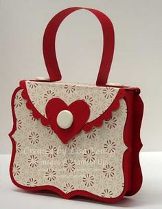 This paper purse could easily be made using CTMH Art Philosophy cart. I see another .cut file in my future.
