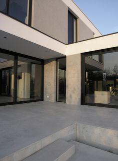 GvL_Terrassen in beton, stucwerkgevel in beton look.