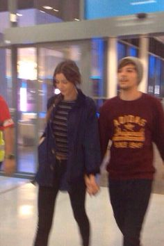 Louis Tomlinson and Eleanor Calder in Melbourne One Direction Pictures, I Love One Direction, Eleanor Calder Outfits, One Direction Girlfriends, Louis And Eleanor, Cutest Couple Ever, The Way He Looks, Louis Williams, The Most Beautiful Girl