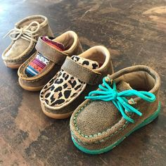 Cute Baby Shoes, Baby Girl Shoes, Cute Baby Girl, Cute Baby Clothes, Girls Shoes, Cute Babies, Baby Boy Style, Cute Baby Stuff, Boy Shoes