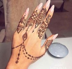Find the latest and most beautiful Henna designs / Mehndi Designs for Hands If you have occasions like. Pretty Henna Designs, Henna Tattoo Designs Simple, Finger Henna Designs, Henna Art Designs, Arabic Mehndi Designs, Wedding Henna Designs, Indian Henna Designs, Unique Mehndi Designs, Beautiful Mehndi Design