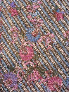 Processed by combination hand-drawn and stamped. Tile Patterns, Textures Patterns, Print Patterns, Batik Pattern, Pattern Paper, Batik Kebaya, Batik Art, Hawaiian Quilts, Traditional Fabric