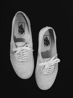 #vans #authentic #livingoffthewall #sk8hi #vansindonesia #vansundan #vansheadid #black #white #iwearvanseveryday