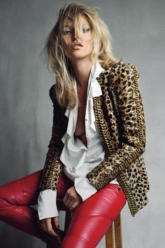 Kate Moss Style Evolution: explore her style over the years, with her most memorable looks. Chart Kate Moss' style over twenty years on Vogue. Look Fashion, Fashion Models, Womens Fashion, Fashion Trends, Fashion Finder, Rock Style Fashion, Fashion Cv, Fashion Sandals, Cheap Fashion