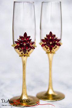 Kaufen Sie Achtung, bitte nicht wenn Sie eine Hochzeit im April 2018 haben. Personalisierte Sektgläser, Hochzeit Toasten Gläser, Hochzeit, Champagner-Flöten, rot und Gold Kristall, Gold Toasten Flöten, Braut & Bräutigam Diese ungewöhnliche Hochzeit Toasten Gläser sind perfekt für die