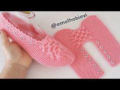 Knit Slippers Free Pattern, Crochet Slipper Pattern, Baby Sweater Knitting Pattern, Knitted Slippers, Sweater Knitting Patterns, Knitting Stitches, Crochet Patterns, Crochet Baby Boots, Booties Crochet