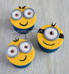 minion cupcakes how to Fondant Minions, Minion Cupcakes, Mini Cakes, Cupcake Cakes, Cake Pops, Cupcakes Cool, Icing Tips, Elegant Desserts, Cupcake Heaven