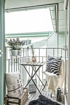 Clever Tiny Furniture Ideas For Your Small Balcony