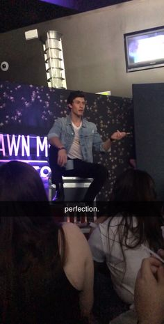 Shawn Mendes Tour, Shawn Mendes Concert, Shawn Mendes Quotes, Singer One, Shawn Mendes Wallpaper, Mendes Army, Jack Johnson, Inspirational Videos, Celebs