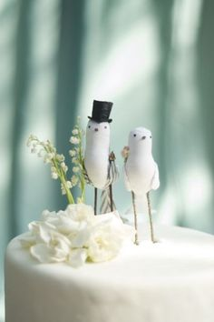Showcasing the very best chic, cute and kitsch vintage Bird Wedding Cake ToppersWedding Cake Toppers: Love bird wedding cake topper. Chic Wedding, Rustic Wedding, Our Wedding, Dream Wedding, Purple Wedding, Elegant Wedding, Lace Wedding, Unique Wedding Cakes, Unique Weddings