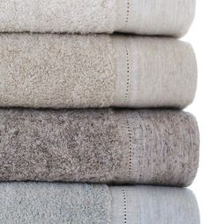 Wrap yourself in luxurious linen with these ultra soft bath towels. Made in Portugal and now available at Lemonceillo Home!