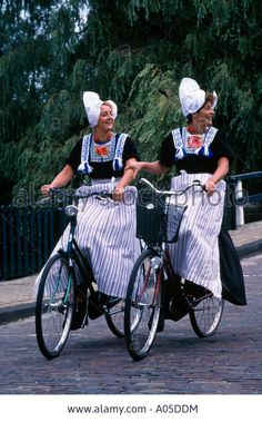 Women in traditional Dutch costumes, North Holland Folk Costume, Costumes, Dutch Women, Dutch People, Tandem, Holland Netherlands, Folk Clothing, People Of The World, World Cultures