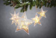 Beleuchtete Schüttelsterne   VBS Hobby Bastelshop Wooden Christmas Decorations, Easy Christmas Crafts, Homemade Christmas Gifts, Christmas Star, Christmas Projects, Simple Christmas, Christmas Lights, Pumpkin Crafts, Book Crafts