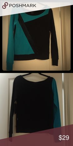 Off shoulder sweater sizeXS NWT light weight fabric Tops Tees - Long Sleeve