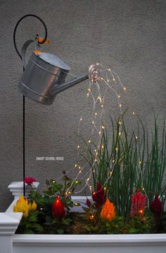 Add a whimsical touch to your backyard! Glowing watering can with fairy lights. Diy Garden Projects, Garden Crafts, Diy Garden Decor, Garden Ideas, Glow Water, Water Lighting, Outdoor Lighting, Small Gardens, Fairy Gardens