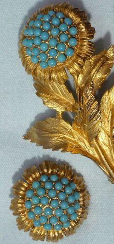 Hattie Carnegie - Broche 'Fleur' et Boucles d'Oreilles - Métal Doré et Perles Tuquoises - Fin des Années 60, Début des Années 70