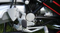 BMW R1200R & RnineT Swing arm pivot cover right