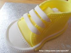 Deborah Hwang Cakes: How to make fondant baby converse shoes