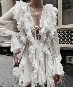 Ruffles # Outfits femme Ruffles on Ruffles Fashion Mode, Fashion Week, Look Fashion, Spring Fashion, High Fashion, Fashion Outfits, Womens Fashion, Fashion Trends, Fashion Ideas