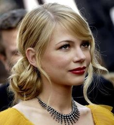 Red Carpet Hair Looks : Michelle Williams: Hair Style File Romantic Hairstyles, Everyday Hairstyles, Messy Hairstyles, Pretty Hairstyles, Wedding Hairstyles, Fringe Hairstyles, Indian Hairstyles, Natural Hairstyles, Side Part Hairstyles
