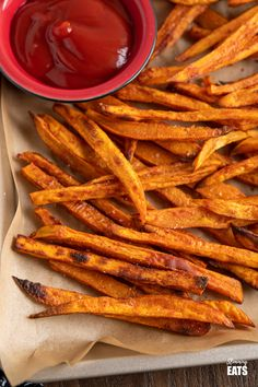 Perfect Oven-Baked Sweet Potato Fries (from www.slimmingeats.com) - a simple easy method for perfect sweet potato fries, cooked in the oven instead of deep-fried and a delicious healthy side for a variety of main courses.  Gluten Free, Dairy Free, Vegetarian, Slimming World and Weight Watchers friendly Diet Recipes, Healthy Recipes, Healthy Meals, Easy Recipes, Slimming World Vegetarian Recipes, Best Comfort Food, Comfort Foods, Dairy Free, Gluten Free