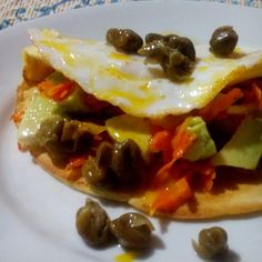 Crepioca - cenoura refogada - abacate - alcaparras - ovo frito - segredinho