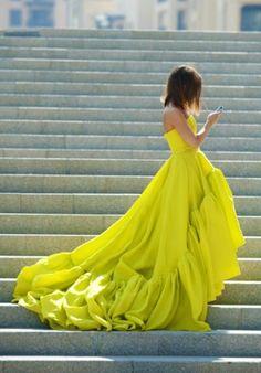 Uçuşan neon sarılı etekler... #yellow #neon #dress #flawless