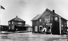 Akershus fylke Aurskog/Høland kommune Finstadbru stasjon og Borstads Landhandel på Finstadbru. Fotograf J.H. Küenholdt ca 1937