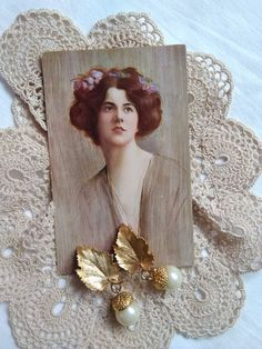 Vintage gold colour oak leaf/acorn shape earrings/earclip/clip on earrings with beads, and an antique art postcard Vintage Beauty, Vintage Fashion, Ro Do, Gold Colour, Color, Etsy Shipping, Handmade Items, Handmade Gifts, Antique Art