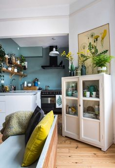 Love the colour of the kitchen wall and the small glass door cupboard. Would prefer a closed kitchen Decor, Kitchen Interior, Gravity Home, Interior, Home, House Interior, Home Deco, Home Kitchens, Interior Design