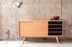 J150 Sideboard Classic sideboard in Oak Entertainmnet por Senkki
