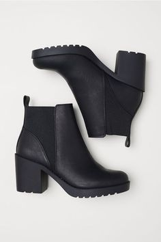 Do You Know How to Rock Ankle Boots? - Ankle Boots for Women Me Too Shoes, Women's Shoes, Shoe Boots, Black Ankle Boots Outfit, Cute Shoes Boots, Ankle Boot Outfits, Cute Ankle Boots, Black Leather Ankle Boots, Outfits With Boots