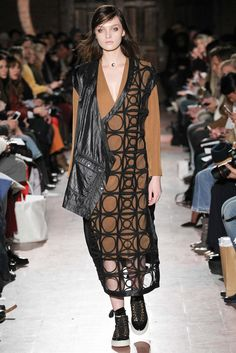 Rodebjer Fall 2015 Ready-to-Wear Collection Photos - Vogue New York Fashion, Runway Fashion, Fashion Art, Fashion Show, Autumn Fashion, Fashion Design, Fashion 2015, Street Fashion, Model Look