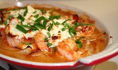 Μια πικάντικη συνταγή που συνδυάζει τις γαρίδες με άρωμα και γεύση Ελλάδας. Η φέτα με τη ντομάτα και τις γαρίδες ...