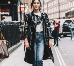 Nuestros Looks Favoritos De Alexa Chung Que Puedes Imitar Este Invierno Alexa Chung Style, Autumn Street Style, Street Style Looks, Street Style Outfits, Fashion Outfits, Socks Outfit, Looks Party, Long Leather Coat, Leather Trench Coat