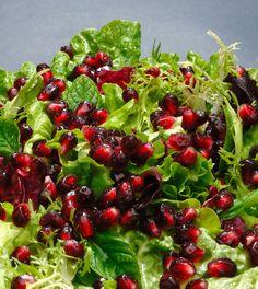 Lezzetli bir meyve olmasının yanında besin değerleri açısından da oldukça yararlı olan narı salatalarınızda da kullanabilirsiniz.
