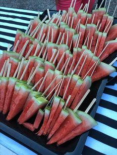 Party - BBQ Party - Party - BBQ Party - Salat iDeen The Effective Pictures We Offer You About Baby Food pouches A quality picture can tell you many things. Bbq Party, Snacks Für Party, Luau Party, Burger Bar Party, Kids Luau Parties, Birthday Party Snacks, Fiestas Party, Ideas Para Fiestas, Party Appetizers