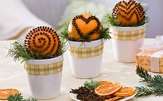 Ideas for Pomanders for winterfest station Welcome To Christmas, Prim Christmas, Christmas Mood, Christmas Colors, Christmas Cookies, Christmas Crafts, New Years Decorations, Christmas Decorations, Christmas Centerpieces