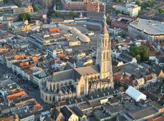 http://www.xclusiveballonvaarten.nl/wp-content/uploads/2011/05/Ballonvaart-Breda-onze-lieve-vrouwe-kerk.jpg