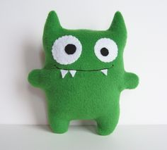 Green felt monster soft toy More Sewing Toys, Sewing Crafts, Sewing Projects, Monster Toys, Monster Party, Felt Crafts, Kids Crafts, Fabric Toys, Cute Monsters