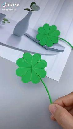 Instruções Origami, Origami Flowers, Paper Flowers Diy, Origami Videos, Flower Oragami, Rainbow Origami, Origami Boxes, Dollar Origami, Origami Bookmark