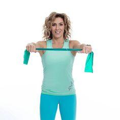Att dagligen göra dessa enkla övningar kommer att ge dig starkare och friskare axlar. Träna axlarna med Leila Söderholms effektiva övning med gummiband. Qigong, Pilates, Health Fitness, Yoga, Arms, Women, Band, Motivation, Diy