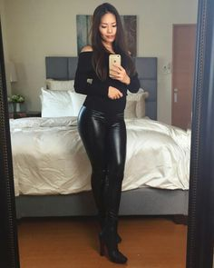 Leather Look Jeans, Real Leather, Leder Outfits, Elegantes Outfit, Shiny Leggings, Satin Dresses, Happy Sunday, Costume Design, Leather Fashion