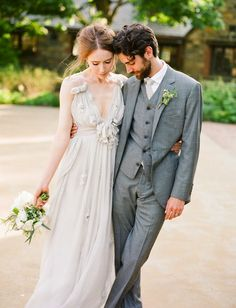 A super romantic, rustic, bohemian New York wedding. Love that the bride wore gray! Wedding Suits, Wedding Attire, Blue Wedding, Wedding Gowns, Dream Wedding, Elegant Wedding, New York Wedding, Wedding Blog, Wedding Styles