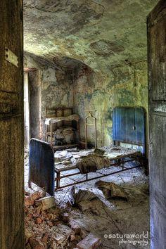 doctor r.'s room. by Regi Itten on 500px
