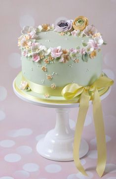 Mint-green cake with beautiful sugar flowers, roses and a yellow ma . Beautiful Birthday Cakes, Birthday Cakes For Women, Happy Birthday Cakes, Gorgeous Cakes, Pretty Cakes, Cute Cakes, Amazing Cakes, Bolo Floral, Floral Cake