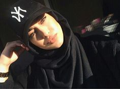 Cap on hijab Islamic Fashion, Muslim Fashion, Modest Fashion, Hijabi Girl, Girl Hijab, Hijab Chic, Muslim Girls, Muslim Women, Hijab Outfit