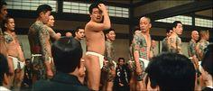 1967年 東映映画「博奕打ち一匹竜」 The Dragon Tattoo (Ippiki-ryū) http://eiga.wikia.com/wiki/The_Dragon_Tattoo  後ろを振り返って山城新伍を眺める 鈴木芳太郎氏(妲己のお百:二代目彫宇之) Mr.Yoshitaro Suzuki (Dakki no Ohyaku : Horiuno II )